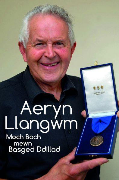 Moch Bach Mewn Basged Ddillad - Aeryn Llangwm